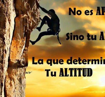 No es tu APTITUD sino tu ACTITUD lo que determina tu ALTITUD